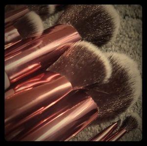 CRYSTAL QUARTZ 12 pc brush set+BETTER makeup bag